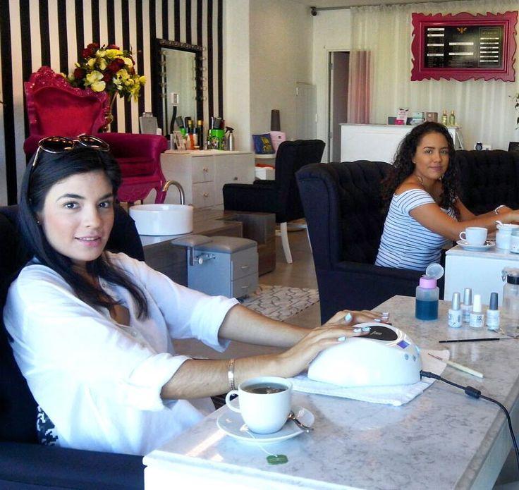 Empieza tú mañana en PINKY BEE  Recuerda complementar tu visita con un Nespresso té o agua de cortesía  Citas: 2245780 // 3221667737 #pinkybee #uñas #puertovallarta #nailsalon #beauty #nespresso #beautysalon #coffee #morning #holychic by pinky.bee