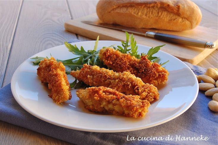 Bastoncini di pollo in crosta di mandorle