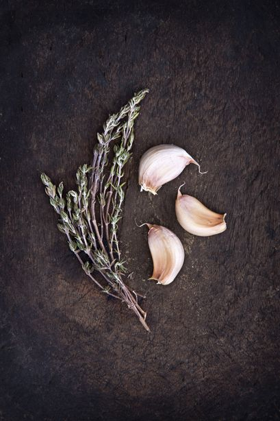 Garlic & thyme. Food photography and food styling by weshootfood.net  #food #photography #dubai #foodphotgraphy