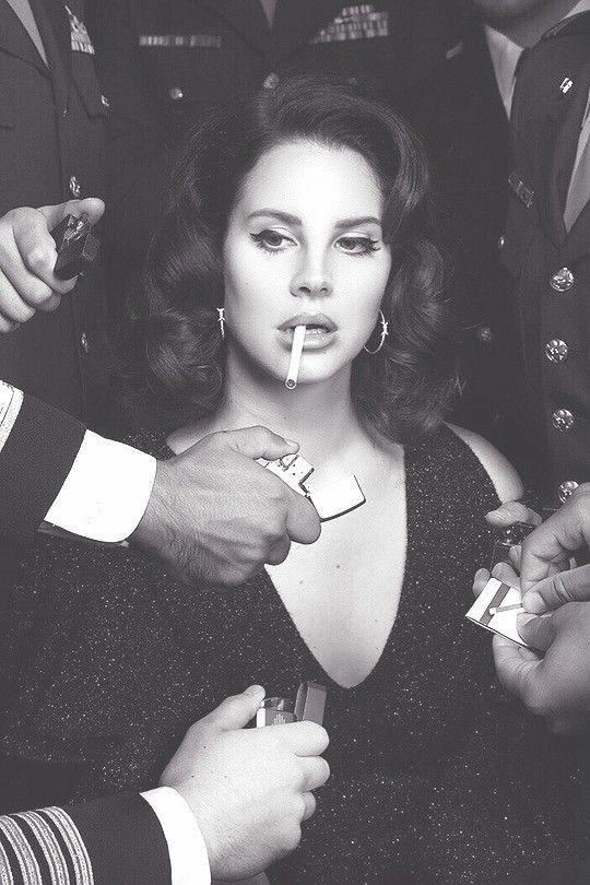 Lana Del Rey Makeup Eyeliner Winged Liner Natural Vintage with Retro Hairstyles … #Del #Eyeliner #Year #Lana #Liner