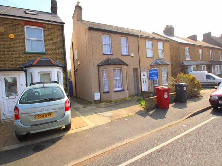 Willoughby Road, #Langley £1,250 PCM   Three bedroom home Part furnished with quality items 90 foot rear garden with patio Two w/c's Large shower area and heated railings Good size bedrooms throughout Walking distance to Langley Train Station (London Paddington) Part furnished