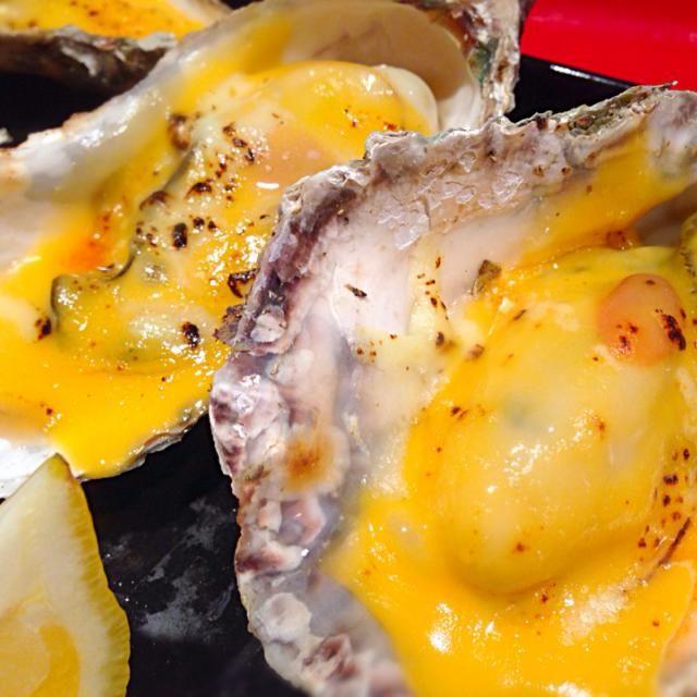鳥羽の牡蠣詰め放題で100個以上も持ち帰った牡蠣を レンジで蒸してチーズを乗っけて バーナーでガーーーっ - 84件のもぐもぐ - セル牡蠣のチーズ焼き by RIESMO