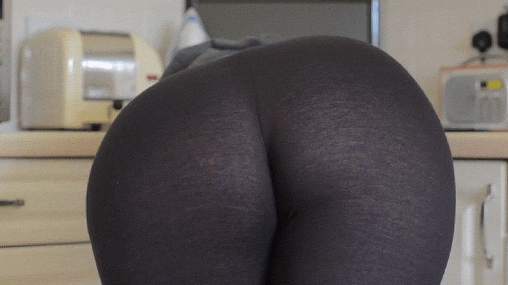 Girls Ass in Yoga Pants 07-01-2014