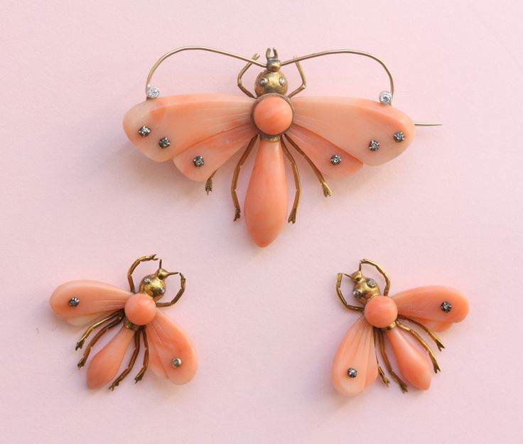 Suites - butterfly coral earrings and brooch - Inez Stodel