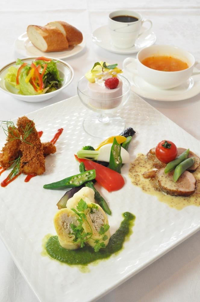 青森国際ホテル 「Cafe Kukka」 本日のワンプレートランチ  大人気の一品!   色々な種類のお料理をちょっとずつ食べたい方にオススメ!