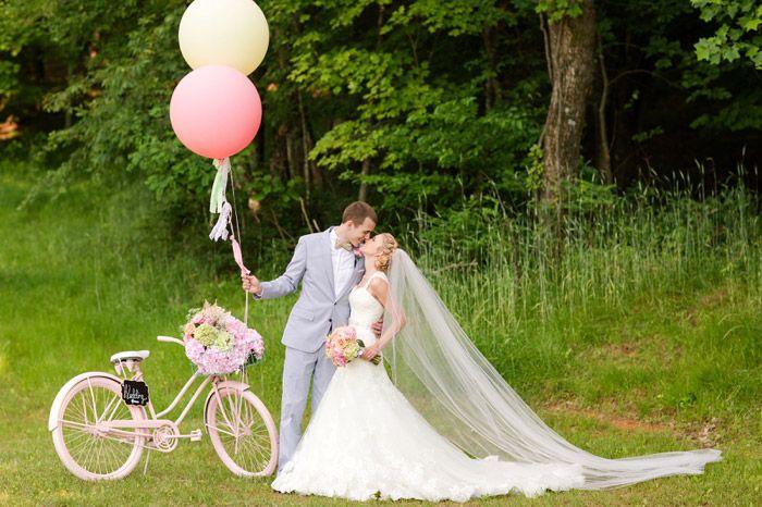 DIY, oversize balloons, vintage bike, southern wedding, cathedral veil, maggie sottero dress, shop sweet lulu balloons, balloon tassels