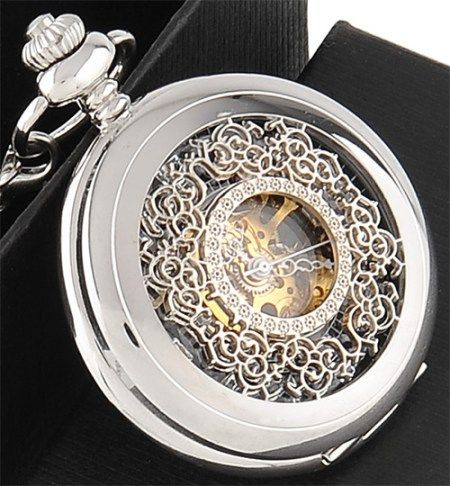 Reloj de bolsillo steampunk, mecánico. Permite ver su mecanismo.