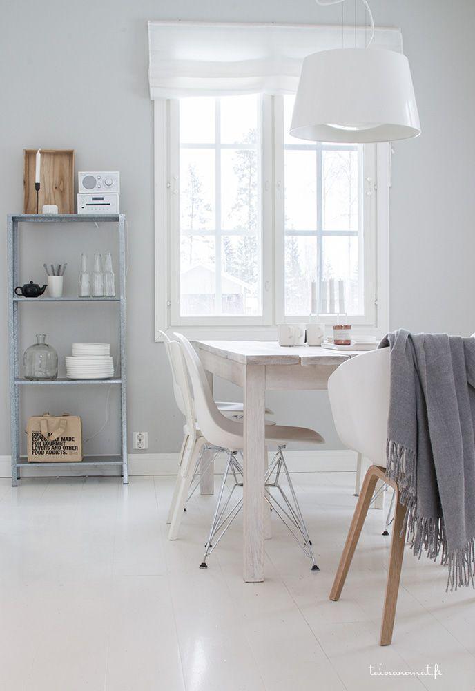 ❤️ pearl grey walls, white floor. Love light fitting.