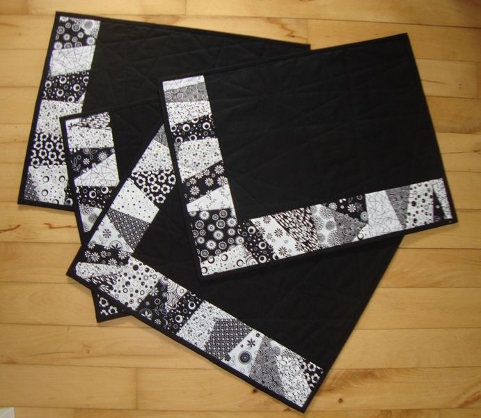 table runner/black, gray, white placemats