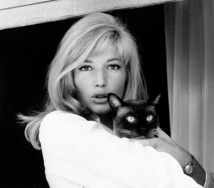 Monica Vitti in Milan (1963)