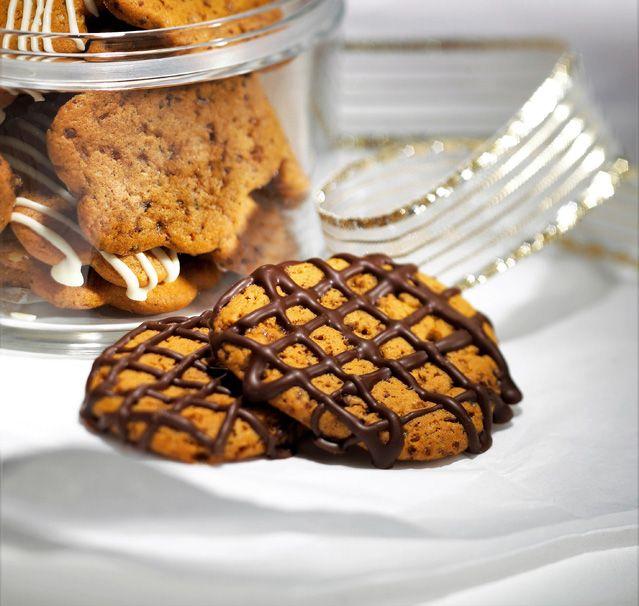 Suklaa-appelsiinikeksit (25-30 kpl), valmistusaika alle 30 min.