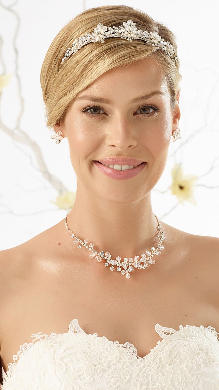 Magical tiara D34 and stunning necklace N23 with earrings from Bianco Evento #biancoevento #hairstyles #weddingaccessories #hairjewellery #jewellery #weddingjewellery #weddingideas #bridetobe