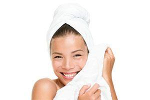 Poren verkleinern - diese selbst gemachten Gesichtsmasken helfen dir. Dazu sind sie super günstig & mit einfachen Haushaltsmittel schnell hergestellt.