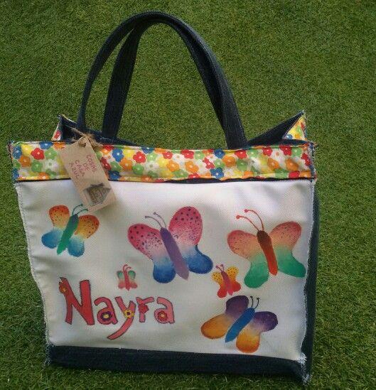 Bolsa de almuerzo con mariposas, pintada a mano y confeccionada con telas reutilizadas. www.cosasdecasaazul.blogspot.com