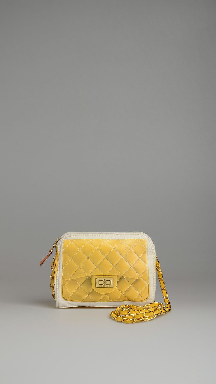 Yellow matelassé print crossbody bag, metal chain shoulder strap with woven eco-leather belt, two inside pockets, one of which with zip closure, top zip closure