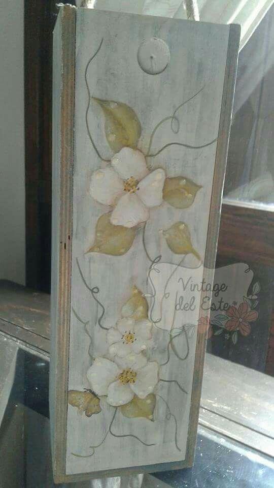 Cajas de madera funcionales pintadas artesanalmente