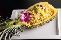 Te traemos lo mejor de cocina tailandesa con este arroz frito con piña, una receta exótica y divertida que te dará una noche inolvidable.