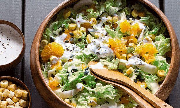 Salada de couve chinesa - uma boa maneira de experimentar este legume de sabor agradável
