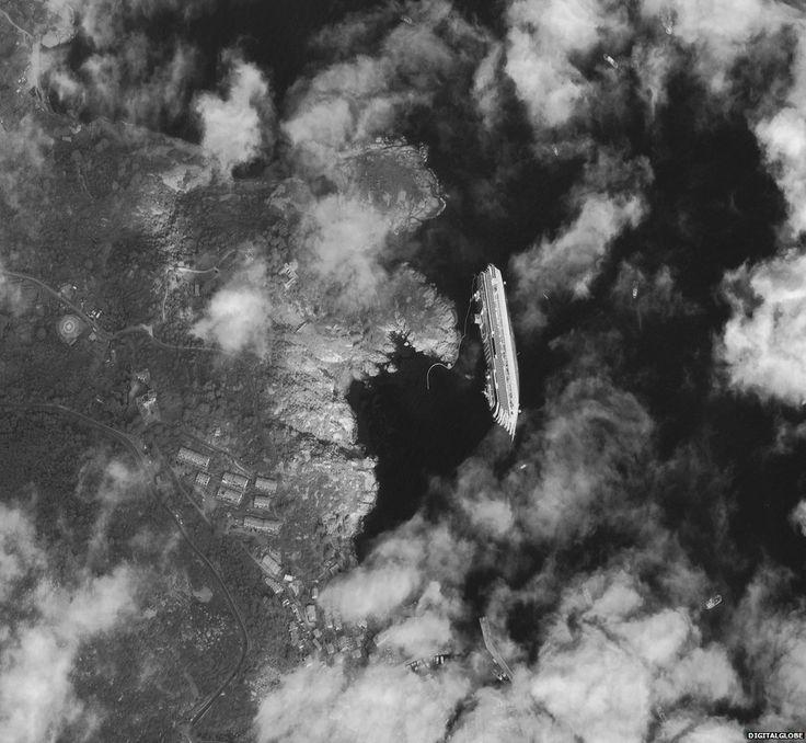 La Costa Concordia dallo spazio