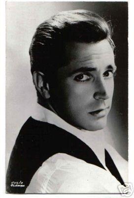 Julio Alemán (n. Morelia, Michoacán, México, el 29 de noviembre de 1933) es un primer actor de cine y televisión
