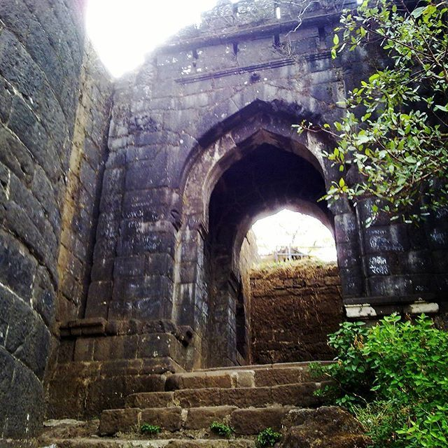 Tourist Places To Visit In Pune: A View Of #kalyan #darwaja #Sinhagad #fort #Pune
