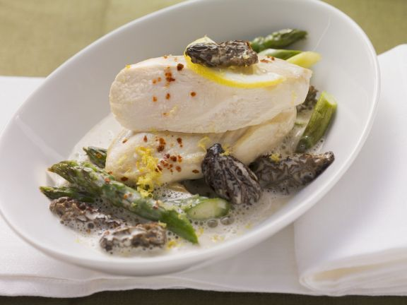 Hähnchenbrust mit Spargel, Morcheln und Zitronensoße ist ein Rezept mit frischen Zutaten aus der Kategorie Hähnchen. Probieren Sie dieses und weitere Rezepte von EAT SMARTER!