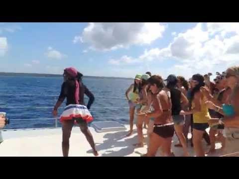 A bordo de um barco rumo a Ilha de Saona em Punta Cana. #repúblicadominicana #caribe #viagem #destinos