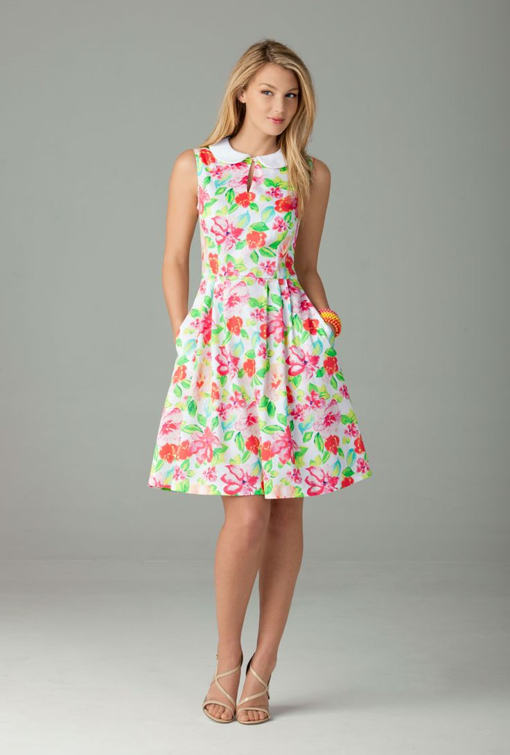 Love the print and colors of this dress. Simplicity 1419