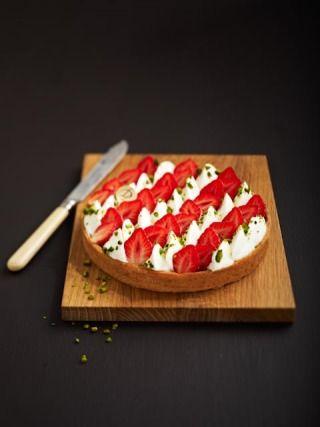 """750g vous propose la recette """"Tarte fraise et mascarpone"""" notée 4.2/5 par 28 votants."""