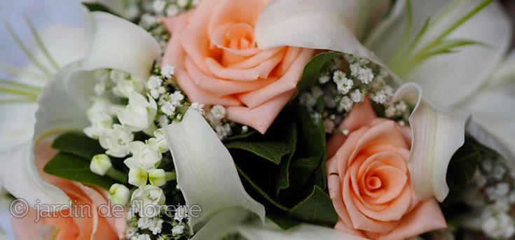 Bouquet de mariée à base de roses et de lys - saumon et blanc - Mariage en Provence...