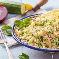 3 `Naar de sportclub, vergadering of huiswerk? Dan is deze snelle, lichte salade ideaal. Je kunt `m zelfs prima eerder op de dag voorbereiden, de smaak wordt...