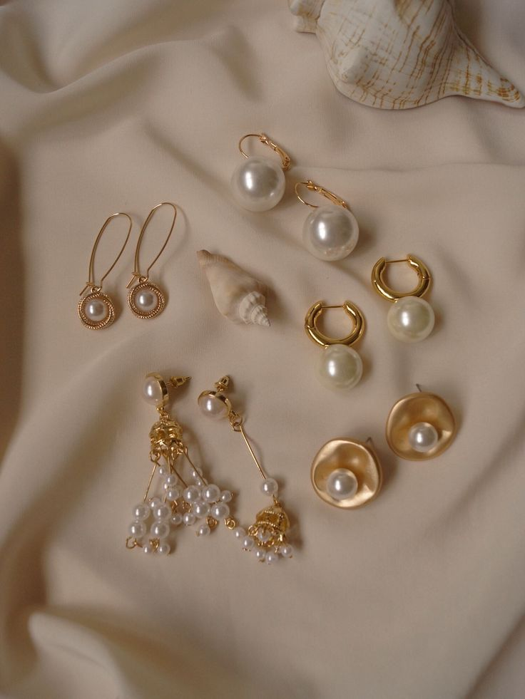Shop gold & pearl earrings • Gabi The Label – Accessoires –