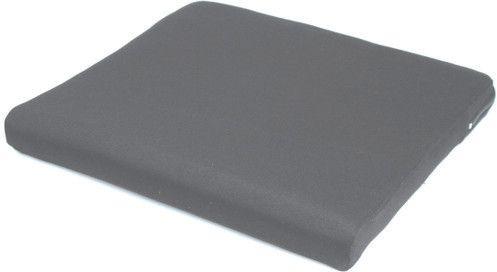 Voici le  Coussin d'assise pour fauteuil roulant avec housse pour incontinence que vous trouverez au meilleur prix sur www.senup.com.     https://www.senup.com/coussin-d-assise-pour-fauteuil-roulant-housse-en-polyester-4557.html     Coussin d'assise pour fauteuil roulant  Disponible en plusieurs dimensions    Surface inférieure antidérapante.  Housse imperméable.  Mousse en polyuréthane.  Hauteur de 6 cm.