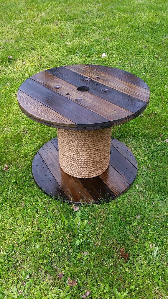 Bobine en bois Table par AsheWoodWorks sur Etsy                                                                                                                                                                                 Plus