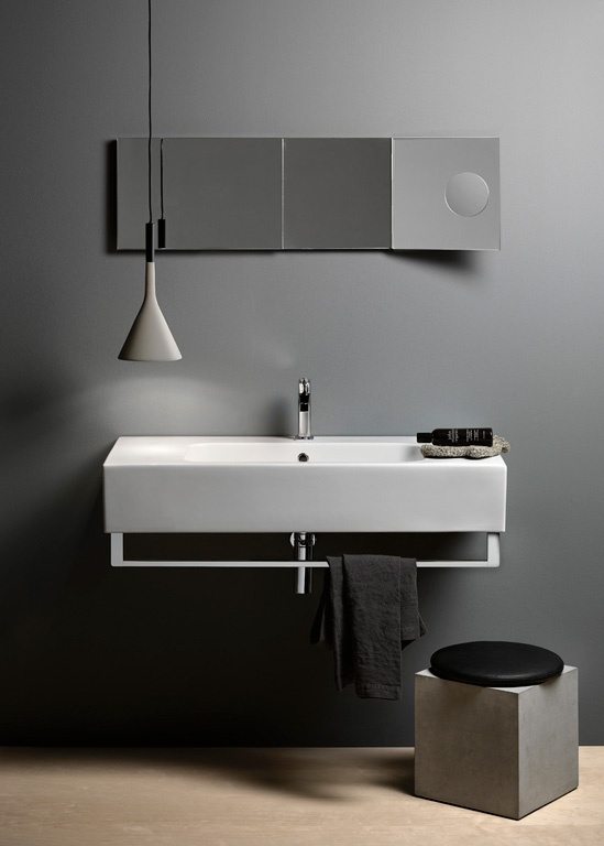 GSI ceramic | Traccia washbasins are available in 17 models grouped according to the various features or installation procedures. The washbasins 100, 80 are bolder and more formal in appearance, woth a markedly quadrangular shape; they can be installed floor standing or wall-hung and are all provided with a quick fastening system for a towelrail.  #GSIceramica #BathroomDesign #Washbasins #Sanitaryware