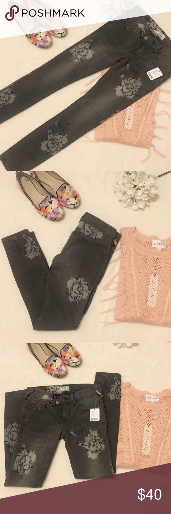 Free people skinny jeans Free people faded black with gray floral print skinny jeans. Size 24 Free People Jeans Skinny