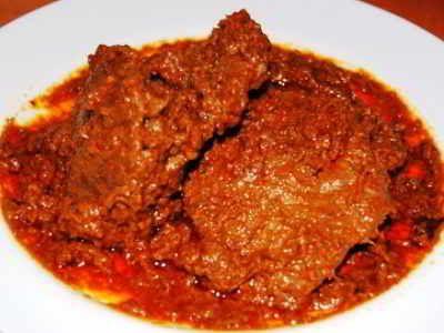 Rendang Daging Sapi - Berikut ini ada cara membuat video resep rendang daging sapi jawa kering tanpa santan ncc asli padang hitam sunda pariaman paling empuk serta sederhana.