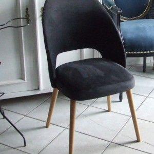 Krzesełko tzw. muszelka z lat 60tych . Nóżki bukowe kolor naturalny, tapicerka plusz szaro-czarny.