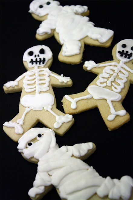 skeleton cookies use gingerbread cookies instead these are so cute - Halloween Gingerbread Cookies
