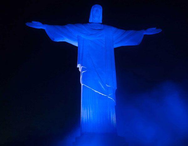 Resultado de imagen para monumentos de tiñen de azul autismo brasil