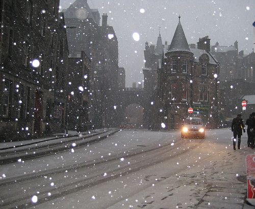 Snowy Night, Edinburgh, Scotland  photo via mindsigh