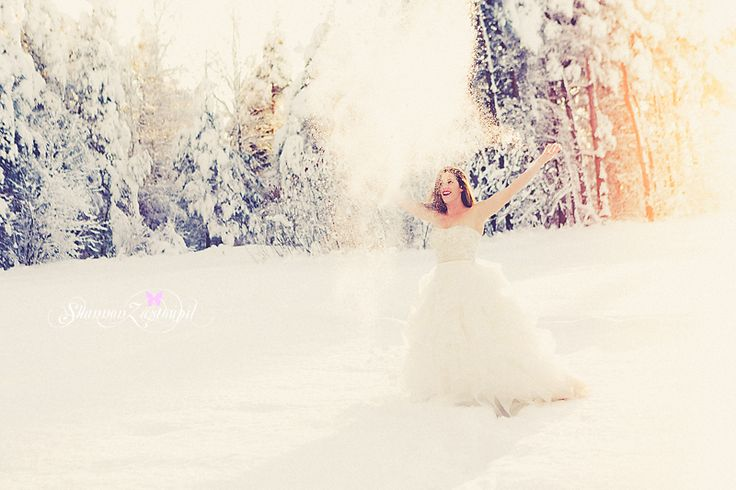 bride in the snow, bridal portrait, winter bride, trash the dress