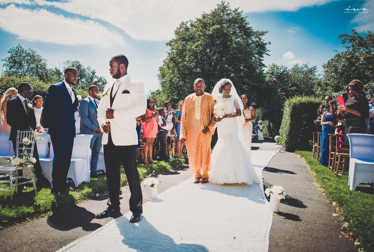 London Wedding photographer. Here comes the bride