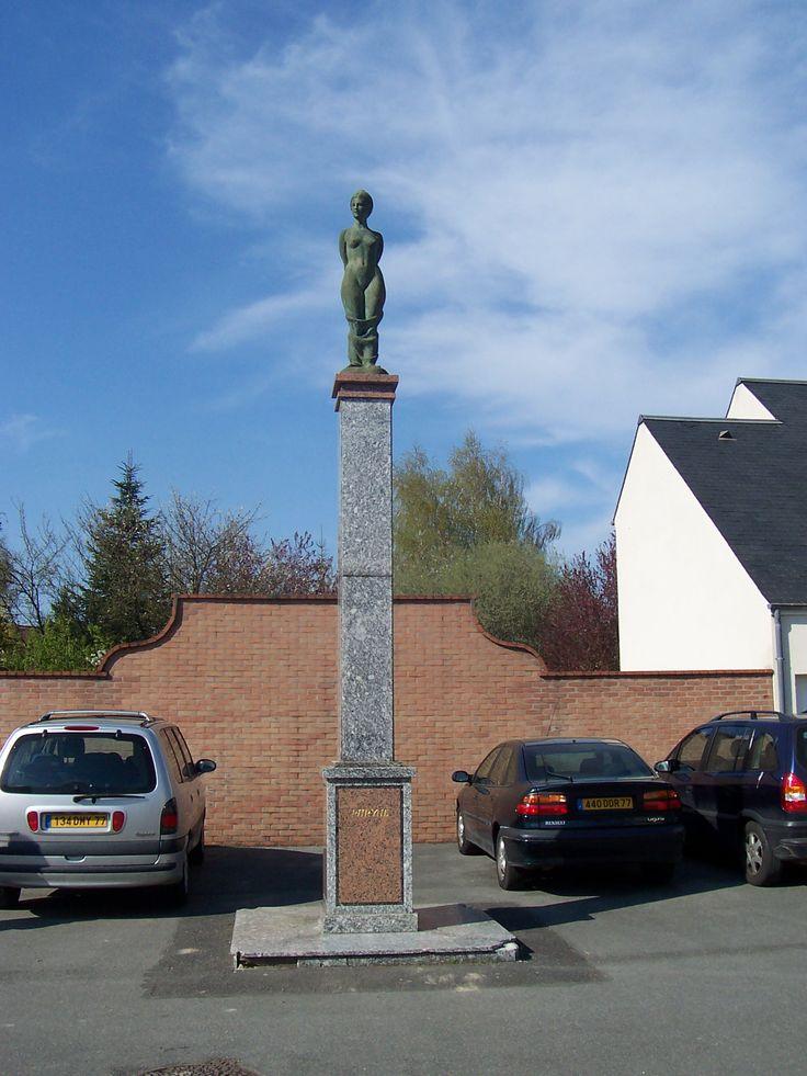 La fontaine de Bussy-Saint-Georges - Phryné - 1990