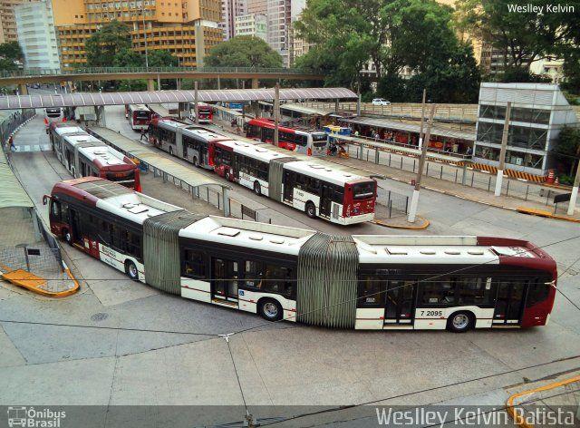 Ônibus da empresa Viação Campo Belo, carro 7 2095, carroceria CAIO Millennium BRT Biarticulado, chassi Volvo B360S. Foto na cidade de São Paulo-SP por Weslley Kelvin Batista, publicada em 07/04/2017 09:50:15.