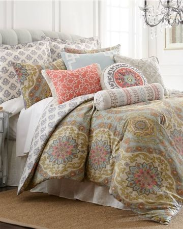 Exclusively Ours Tapestry Light Five Piece Comforter