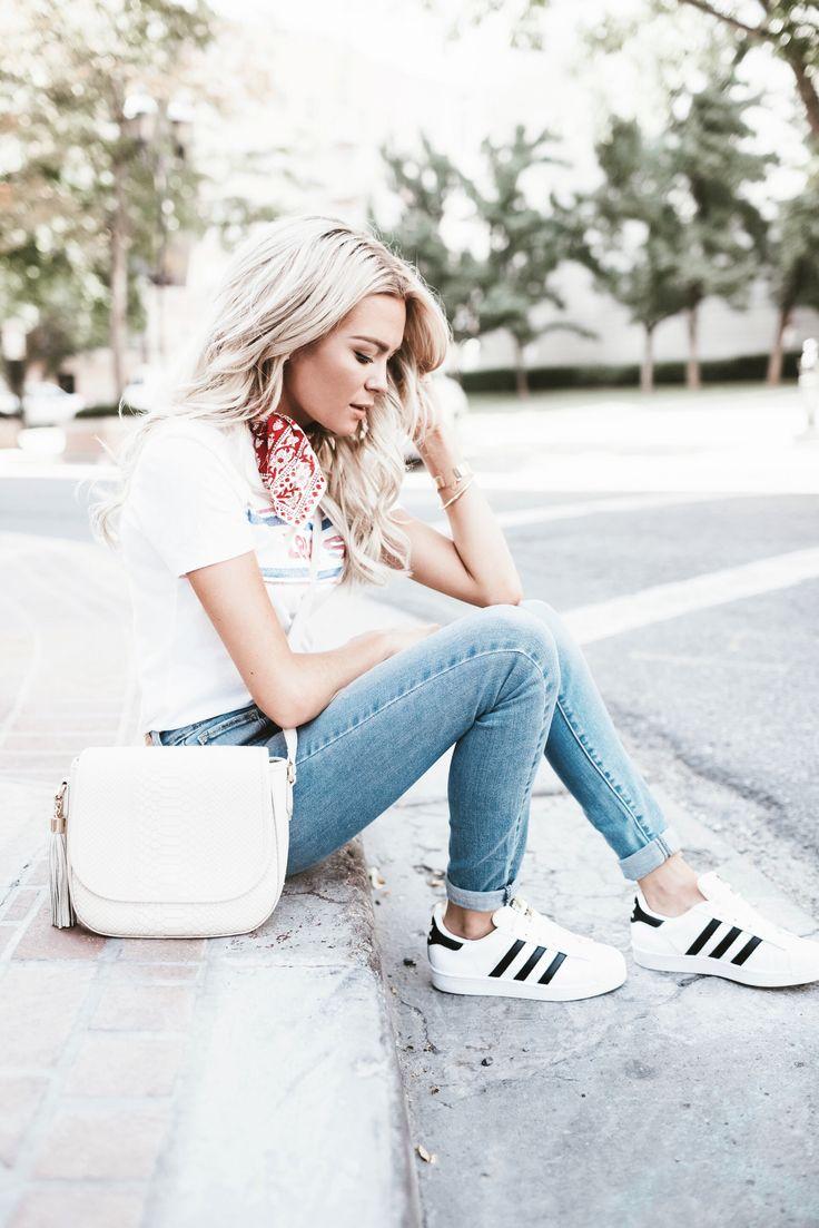 Happily Ever Allen. Chase Allen. Brit Allen. Fashion blogger. Fashion. Womens fashion. Street style. Love. Cute. Beautiful. Levis. Adidas. Blonde. Posing guide. Posing for models. Posing for bloggers.