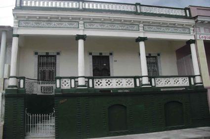 Casa Martha  Owner:                              Martha Peña  City:                                  Cienfuegos  Address:                            Calle 39 # 5807 e / 58 y 60 Cienfuegos, Cuba.
