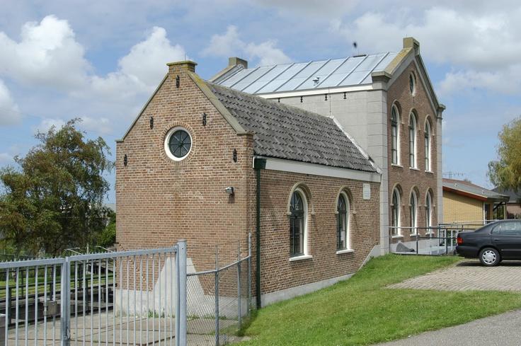 Gemaal, Kwintsheul. Lees meer: http://www.rijksmonumenten.nl/monument/518165/gemaal+in+in+neo-classicistische+stijl/kwintsheul/