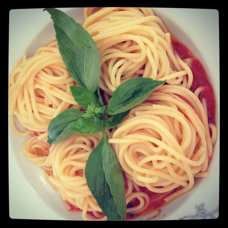 Паста с помидорами и базиликом
